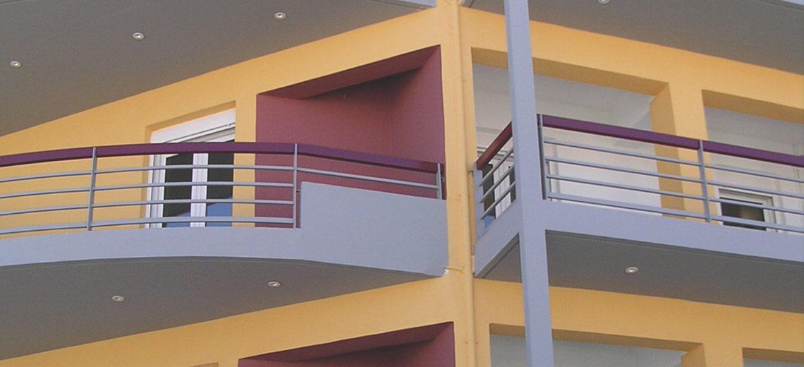 Τριώροφο κτίριο κατοικιών, οδός Καραγάτση, Λάρισα